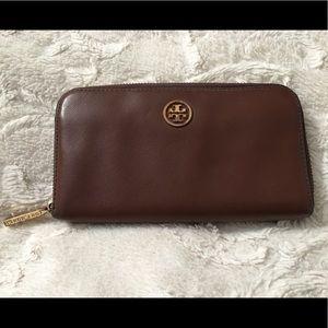 Tory Burch zip wallet!